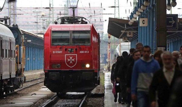 Hungarian rail dedicates a train to Order of Malta activities in Hungary