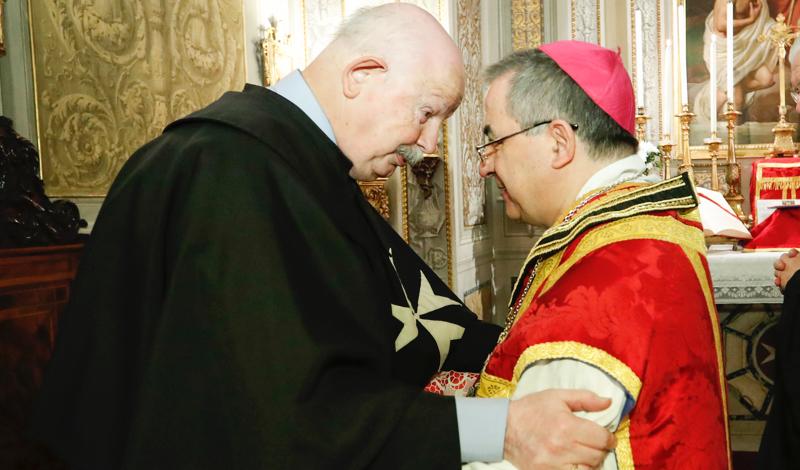 arzobispo Becciu Arcivescovo Becciu archevêque Becciu