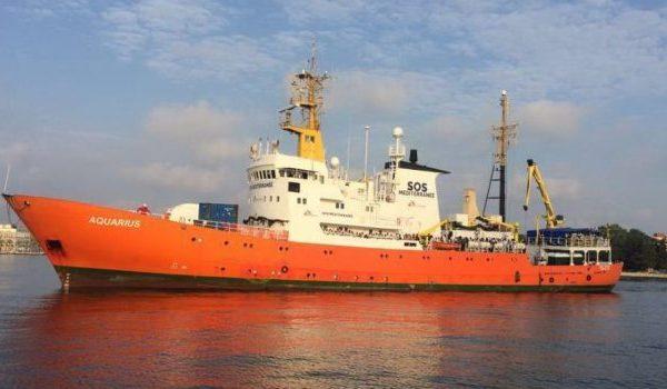 Marineschiff Dattilo Flüchtlingen migrantes Aquarius migrants Aquarius Aquarius Migrants Ordine di Malta Aquarius
