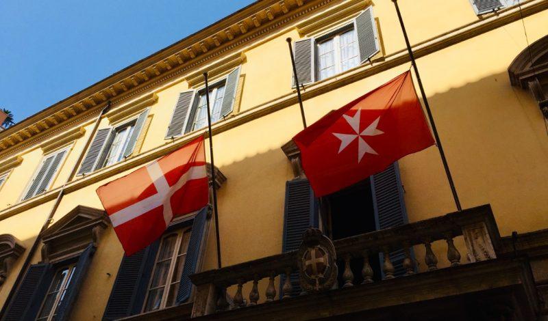 bandiere palazzo magistrale